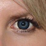 Eyelush grey v detailu na původní barvě očí modré