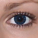 Glamour blue v detailu na původní barvě očí hnědé