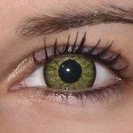 Glamour green v detailu na původní barvě očí hnědo-zelené