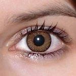 3 tones brown v detailu na původní barvě očí hnědo-zelené