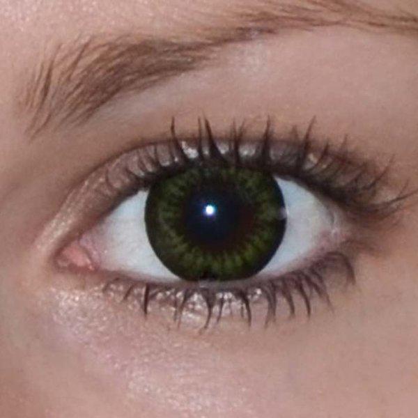 9c090ef6c ... Be party green v detailu na původní barvě očí hnědé Původní barva očí  hnědo-zelená ...