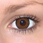 Eyelush brown v detailu na původní barvě očí hnědé